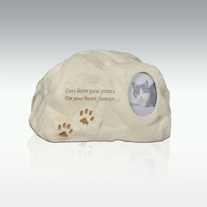 Cats leave pawprints stone urn