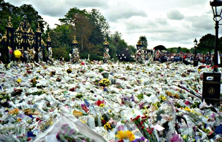 By Maxwell Hamilton from Greater London, England United Kingdom (Flowers for Princess Diana's Funeral) [CC-BY-2.0 (http://creativecommons.org/licenses/by/2.0)], via Wikimedia Commons